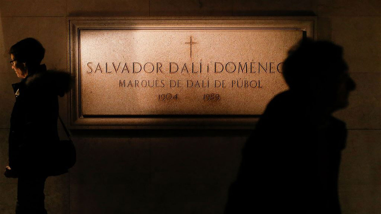 Salvador-Dali-crypt.jpg