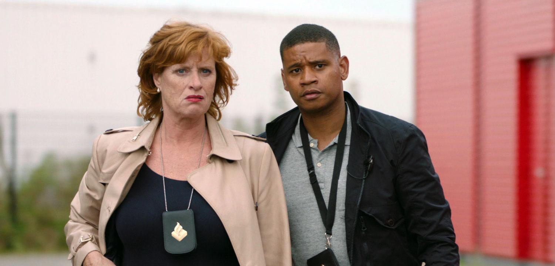 Marion en Romeo houden een diplomaat staande
