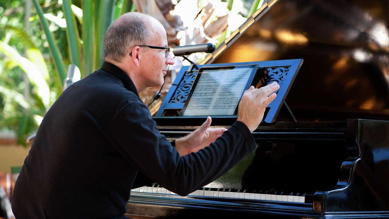 Pianist en dirigent Maarten van Veen op het Hortus Festival