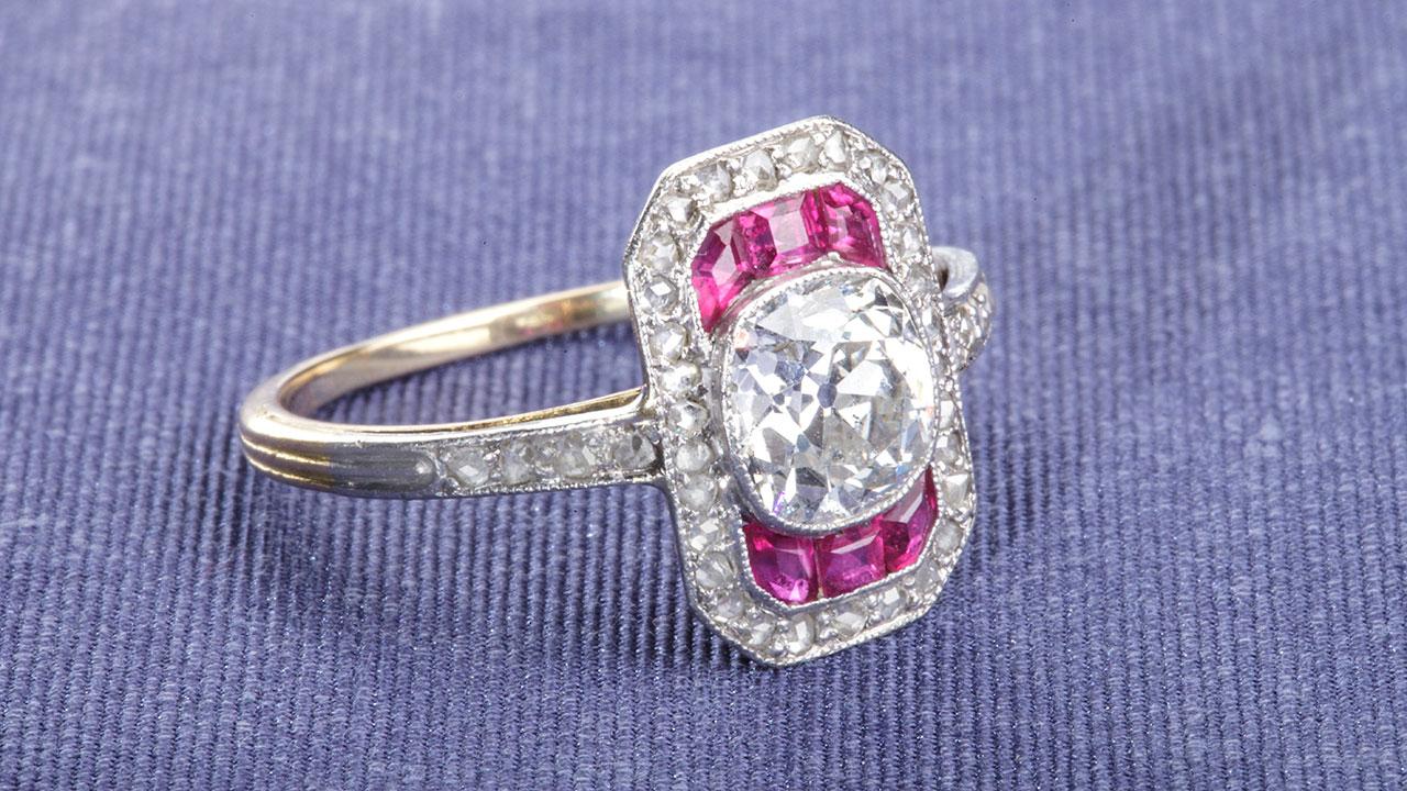 Briljant geslepen diamant en robijn