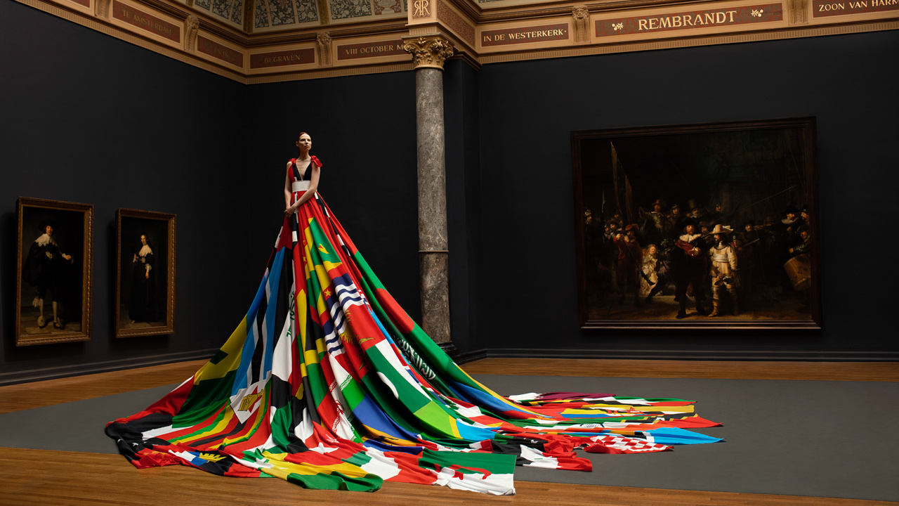 Rainbow-dress-Pieter-Henket-Studio.jpg